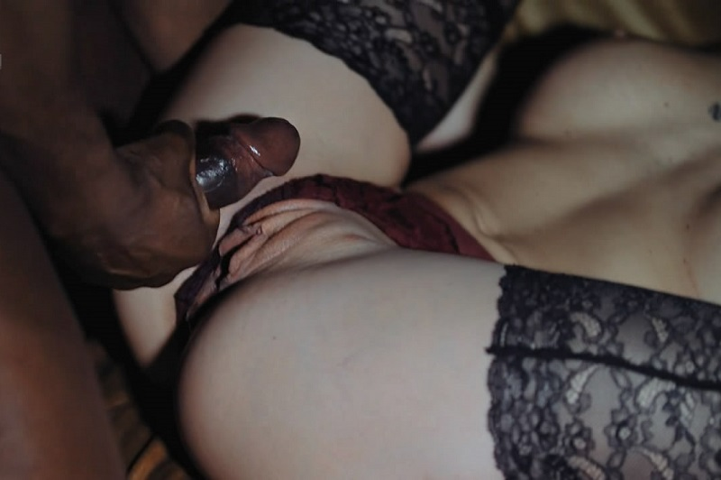 Amateur Glamour Wife Cuckold With BBC