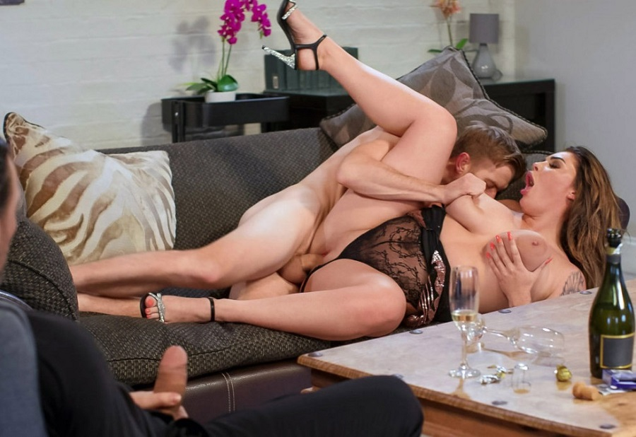 Emma Leigh Busty Wife Cheating